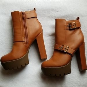 NEVER WORN boots